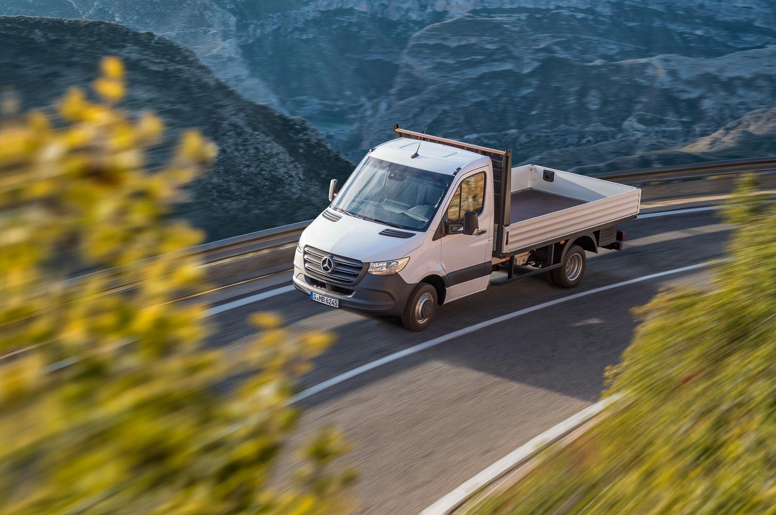 Mercedes-Benz Sprinter 2018 chính thức ra mắt: cỗ máy công nghệ và kết nối - Hình 13