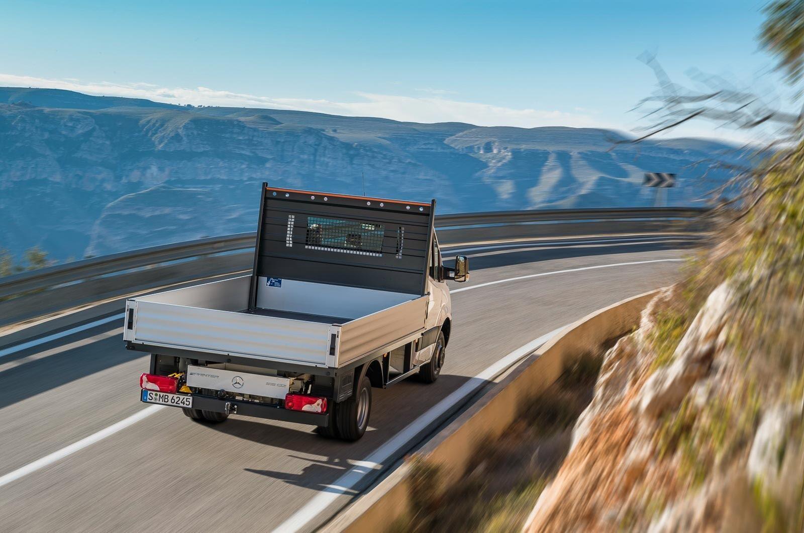 Mercedes-Benz Sprinter 2018 chính thức ra mắt: cỗ máy công nghệ và kết nối - Hình 14