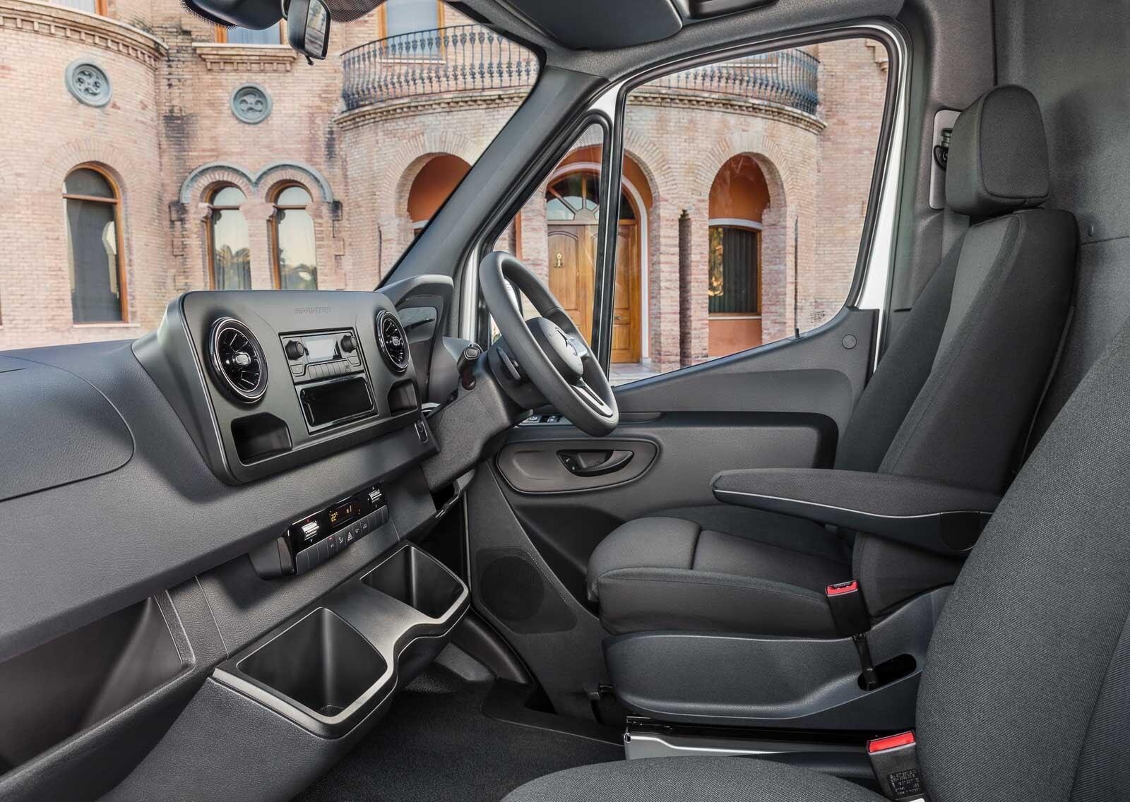 Mercedes-Benz Sprinter 2018 chính thức ra mắt: cỗ máy công nghệ và kết nối - Hình 16
