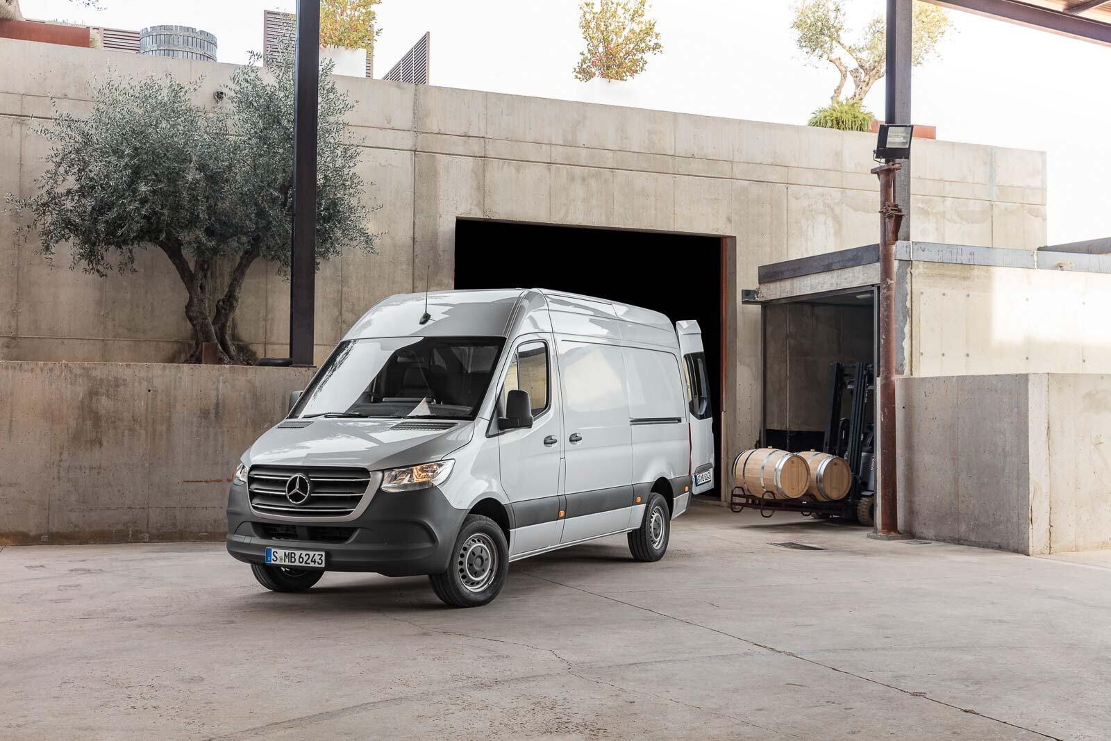 Mercedes-Benz Sprinter 2018 chính thức ra mắt: cỗ máy công nghệ và kết nối - Hình 34