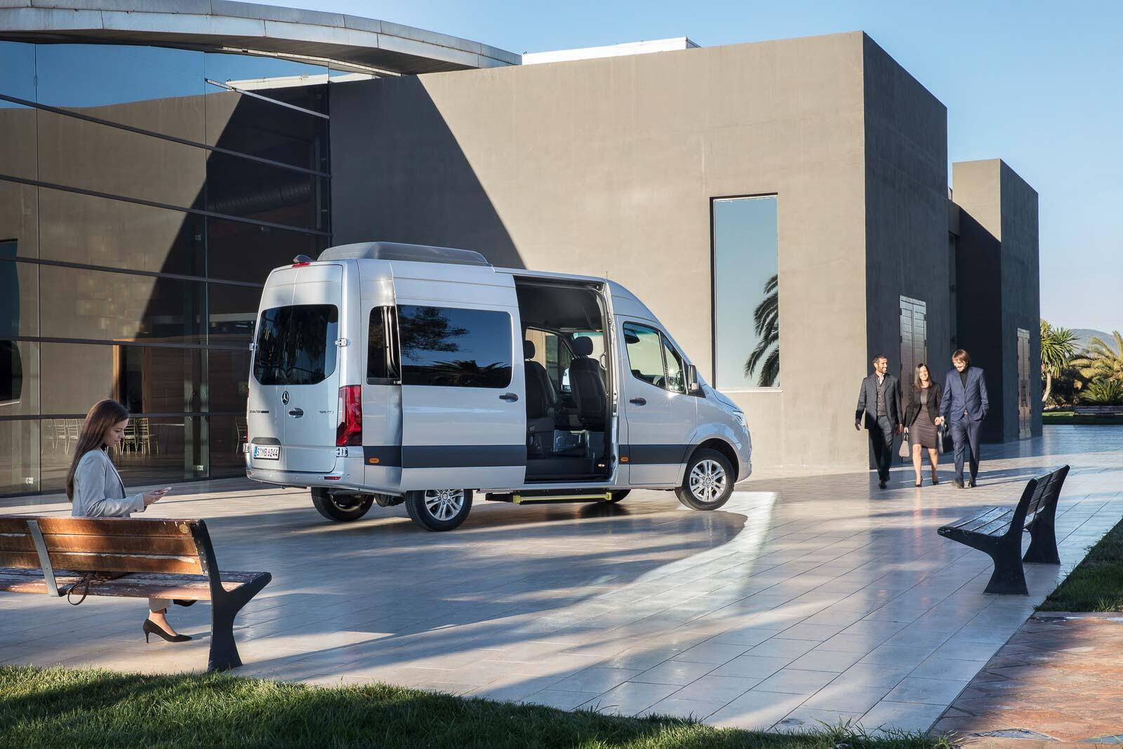 Mercedes-Benz Sprinter 2018 chính thức ra mắt: cỗ máy công nghệ và kết nối - Hình 37