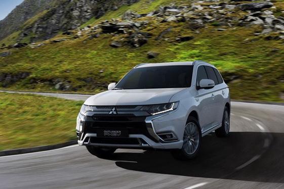 Mitsubishi Outlander PHEV 2019 nâng cấp nhẹ - Hình 1