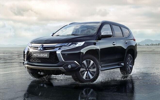 Mitsubishi Pajero Sport máy dầu giá 1,062 tỷ đồng - đối đầu Fortuner - Hình 1
