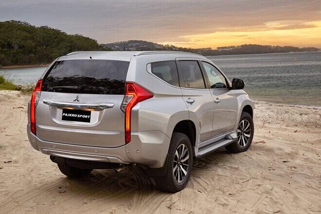 Mitsubishi Pajero Sport máy dầu giá 1,062 tỷ đồng - đối đầu Fortuner - Hình 2