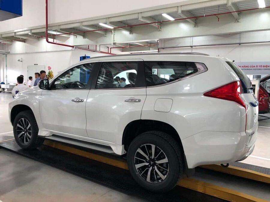 Mitsubishi Pajero Sport tại Việt Nam sẽ có thêm bản máy dầu dùng số sàn rẻ hơn - Hình 2