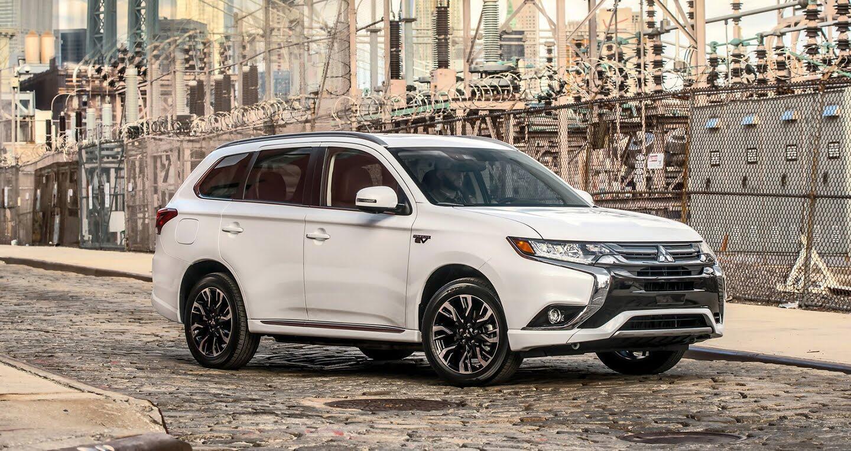 Mitsubishi ra mắt Outlander 2018 bản xăng-điện - Hình 2