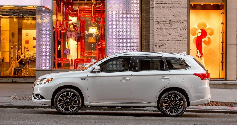 Mitsubishi ra mắt Outlander 2018 bản xăng-điện - Hình 3