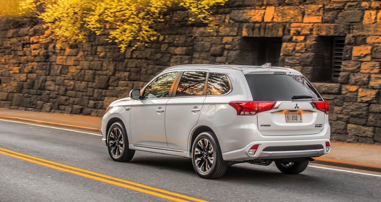 Mitsubishi ra mắt Outlander 2018 bản xăng-điện - Hình 4