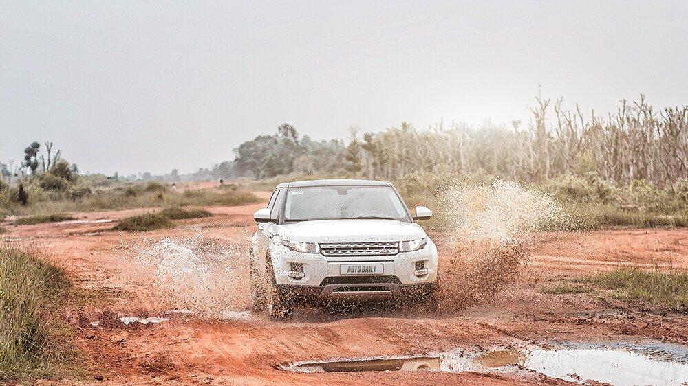 """Một ngày """"thử"""" khả năng địa hình của Range Rover Evoque - Hình 8"""