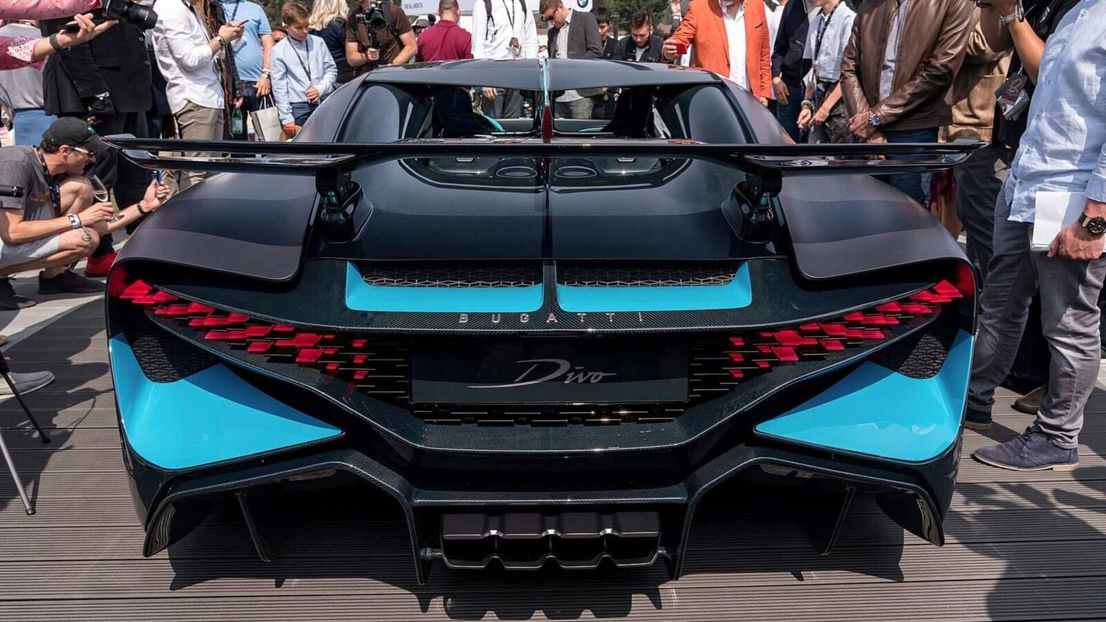 Một trong 40 chiếc Bugatti Divo đang được bán với giá 7,5 triệu USD (hơn 173 tỷ đồng) - Hình 14