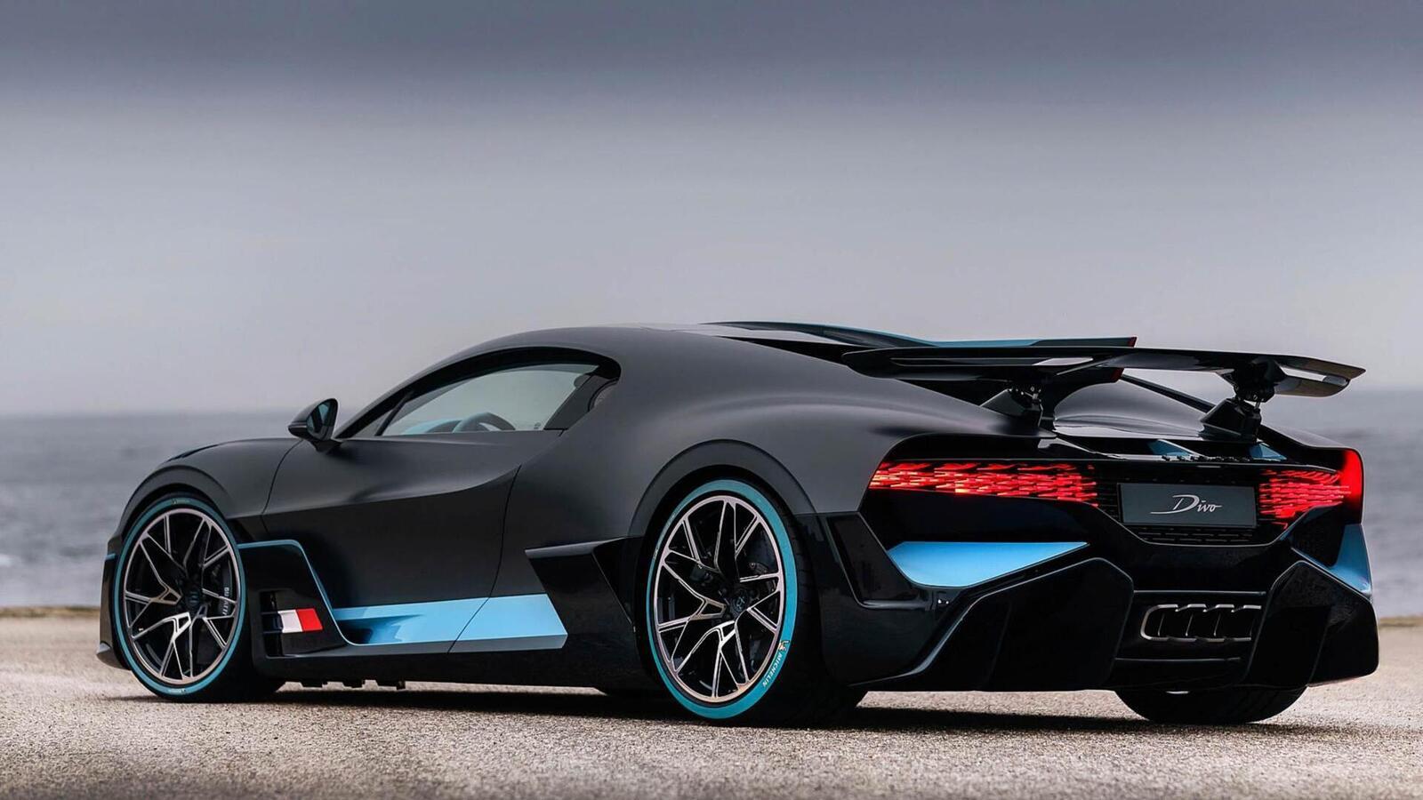 Một trong 40 chiếc Bugatti Divo đang được bán với giá 7,5 triệu USD (hơn 173 tỷ đồng) - Hình 15