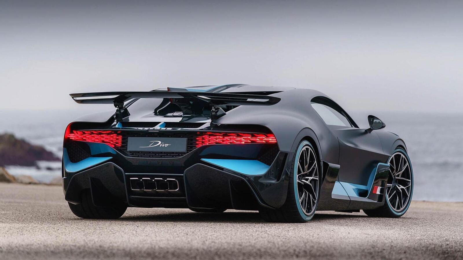 Một trong 40 chiếc Bugatti Divo đang được bán với giá 7,5 triệu USD (hơn 173 tỷ đồng) - Hình 17