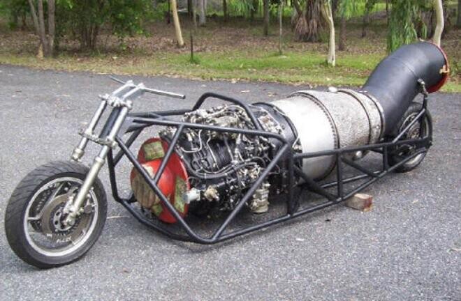 Môtô Yamaha độ động cơ máy bay 5.000 công suất - Hình 1