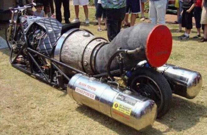 Môtô Yamaha độ động cơ máy bay 5.000 công suất - Hình 2