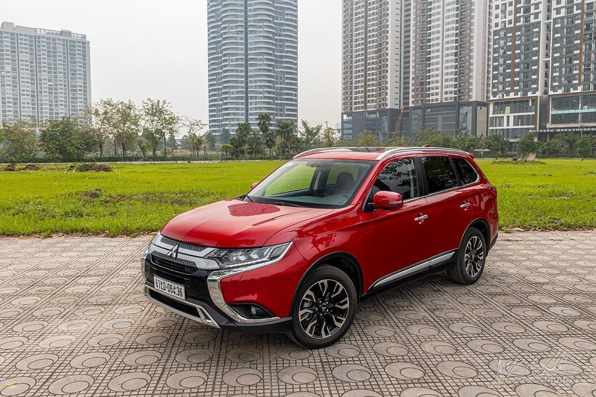 mua-xe-mitsubishi-trong-thang-4-nhan-uu-dai-hon-100-trieu-dong