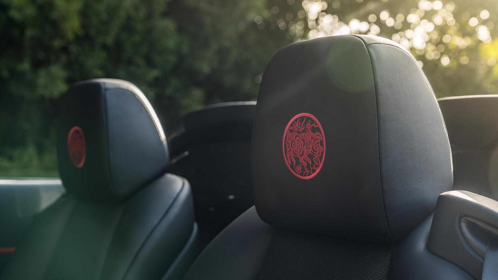 Mừng năm Kỷ Hợi, Rolls-Royce giới thiệu Ghost, Wraith và Dawn phiên bản đặc biệt ''Year of the Pig'' - Hình 4
