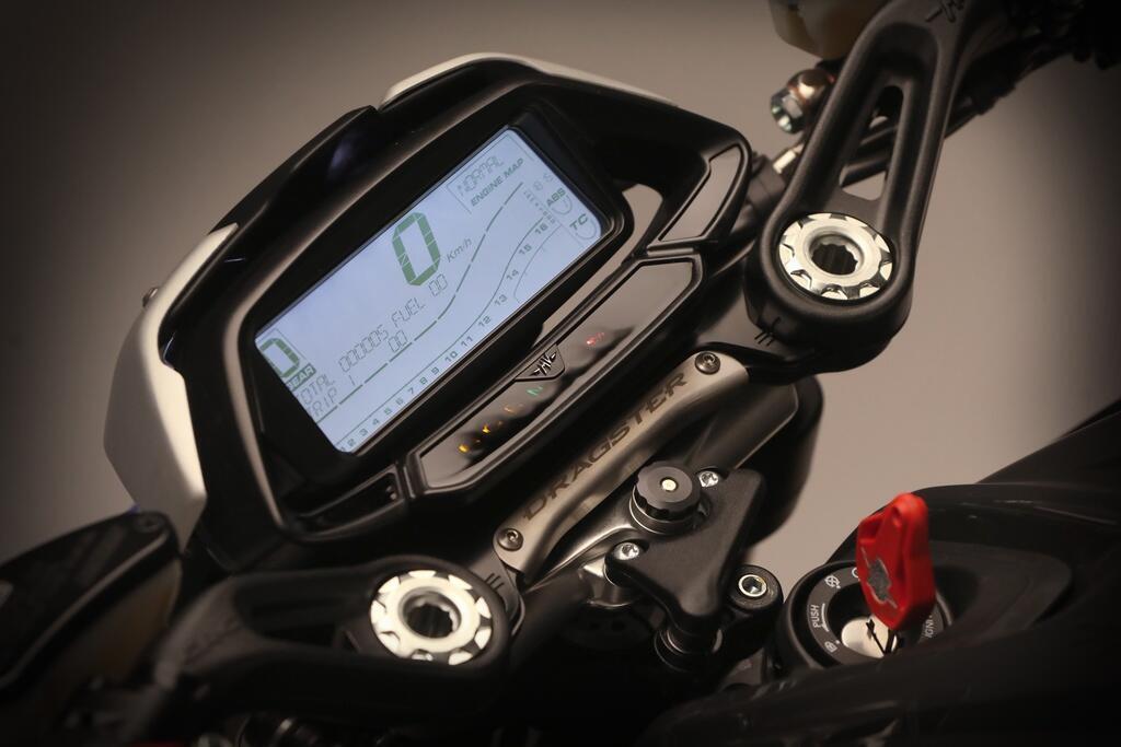 nakedbike-moi-cua-mv-agusta-su-dung-hop-so-khong-can-bop-con