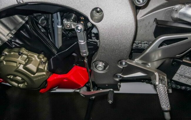 Ngắm 2019 Honda CBR1000RR Fireblade SP đắt hơn cả Toyota Vios - Hình 13
