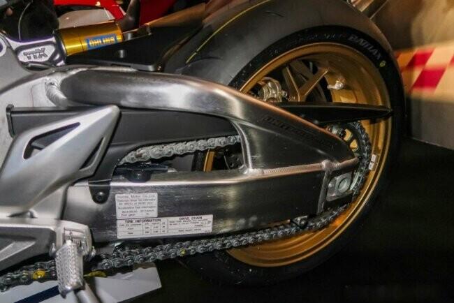 Ngắm 2019 Honda CBR1000RR Fireblade SP đắt hơn cả Toyota Vios - Hình 14