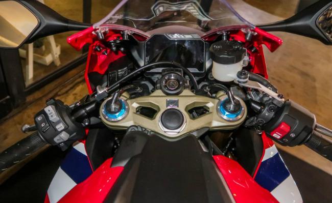 Ngắm 2019 Honda CBR1000RR Fireblade SP đắt hơn cả Toyota Vios - Hình 9