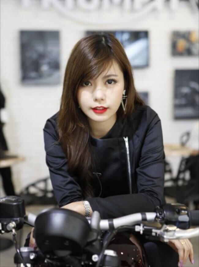 Ngắm những bóng hồng sexy nhất bên môtô mới cứng - Hình 14