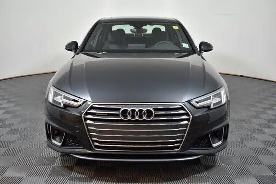 Audi A4 sở hữu phần đầu thể thao và hầm hố
