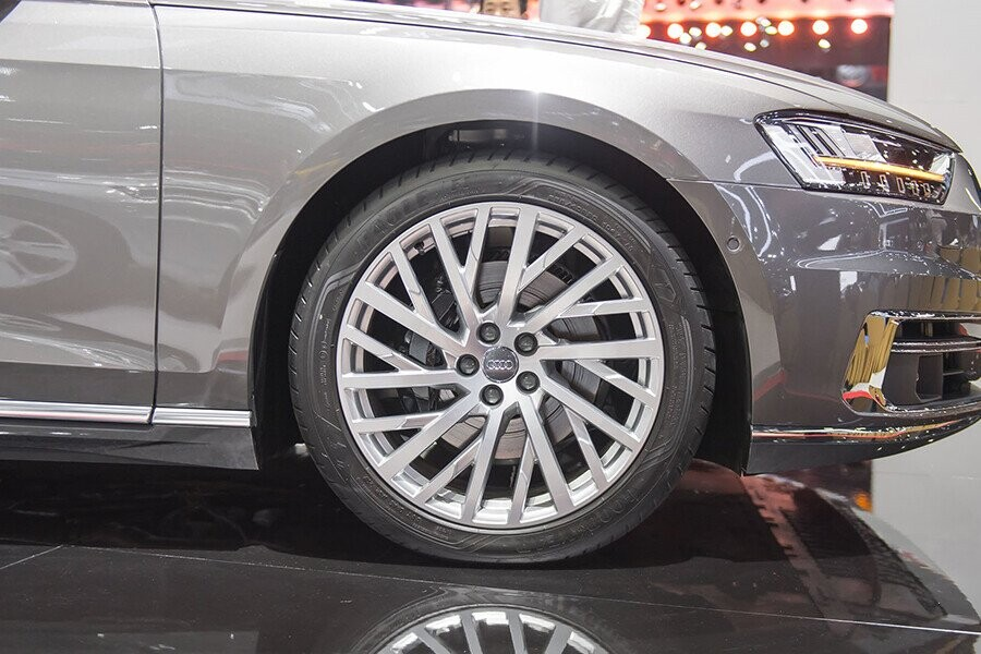 Ngoại thất Audi A8 - Hình 8