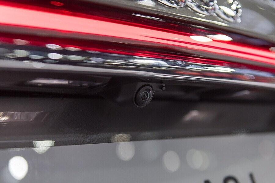 Ngoại thất Audi A8 - Hình 12