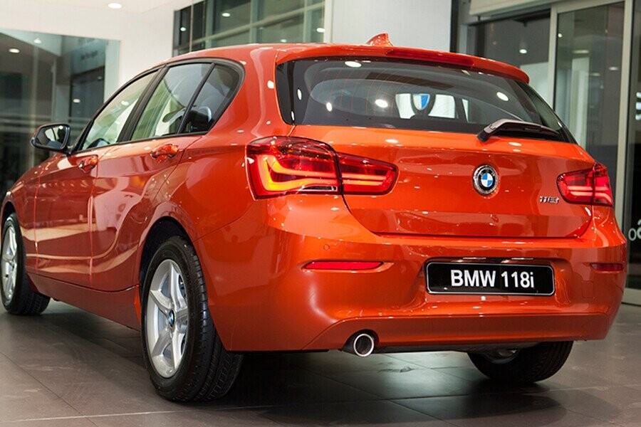 Đèn LED hình chữ L ở phía sau xe mang sức hút khó có thể cưỡng lại được