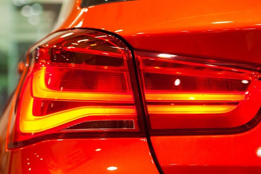 Đèn đuôi hình chữ L