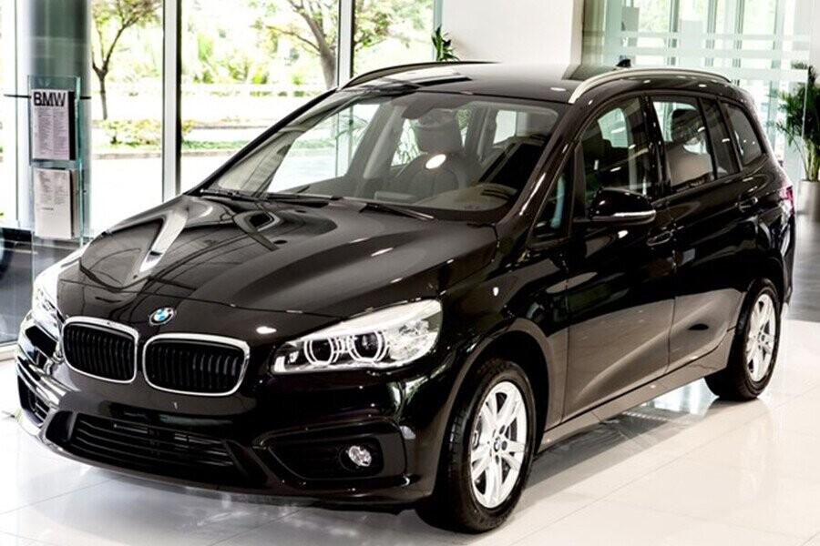 Các đường nét nổi bật tạo nên ấn tượng rằng chiếc xe như đang tăng tốc ngay cả khi đang đứng yên