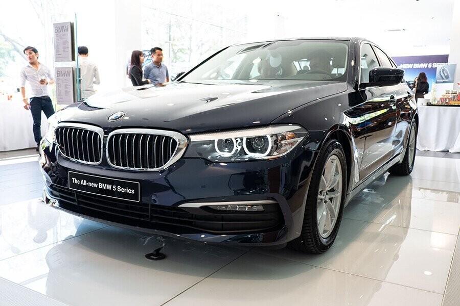 BMW 520i thiết kế sang trọng