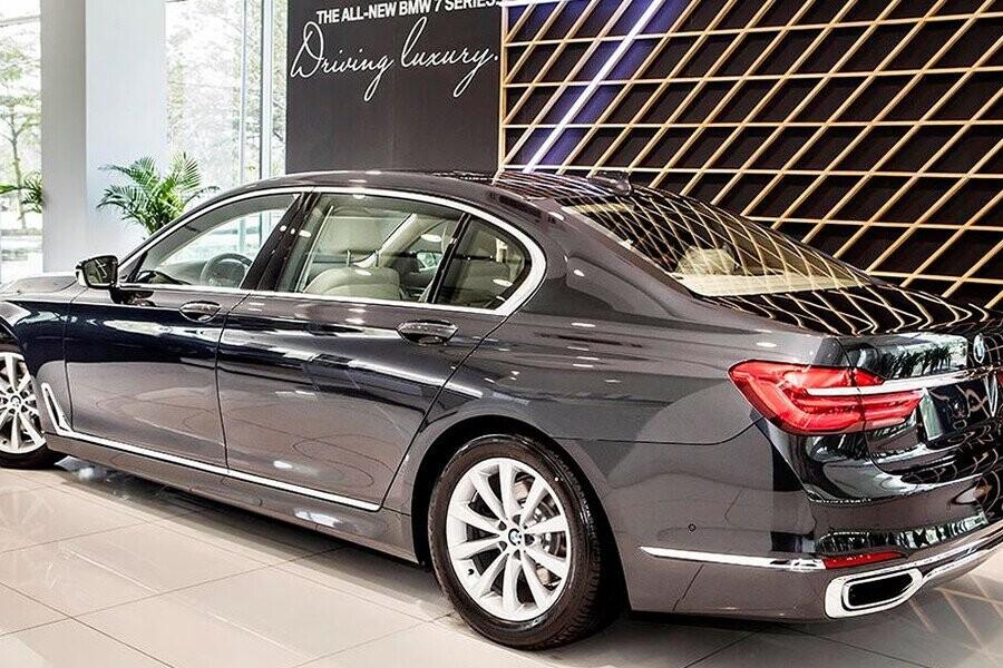 BMW 7 Series cho thấy những nét thiết kế đặc trưng và thanh lịch nhất của riêng BMW