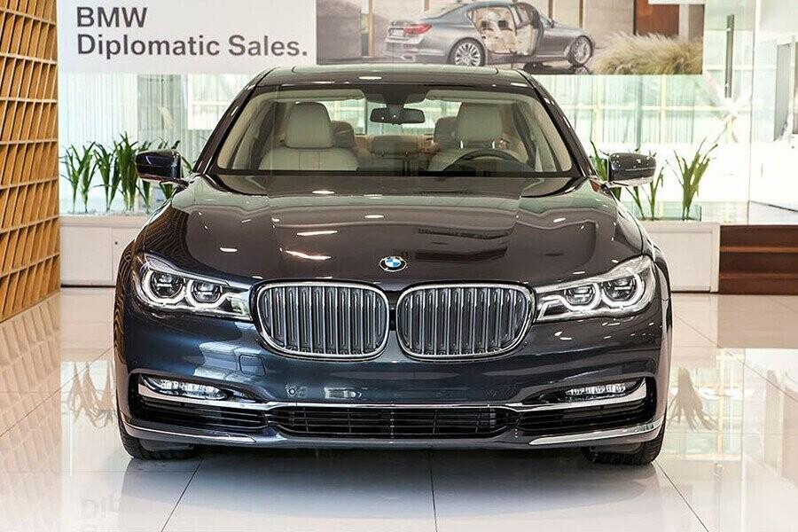 Chiếc BMW Series 7 thệ hiện phong cách hiện đại và sang trọng