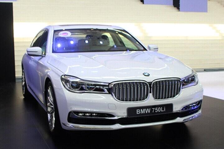 BMW 750Li được thiết kế đường nét sang trong và hiện đại