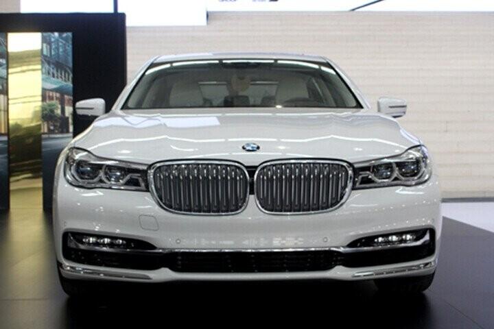 Đầu xe được trang bị công nghệ LED tiêu chuẩn, các bóng đèn bên trong hệ thống đèn pha LED thông minh