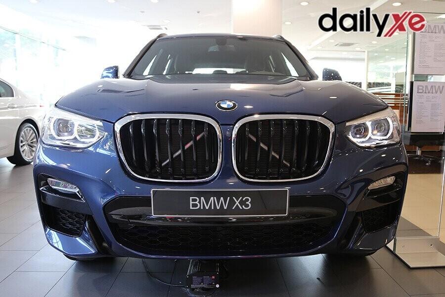 """BMW X3 sở hữu một """"tinh thần"""" thể thao tiêu chuẩn mang đến một dáng vẻ đậm chất thể thao đầy thuyết phục"""