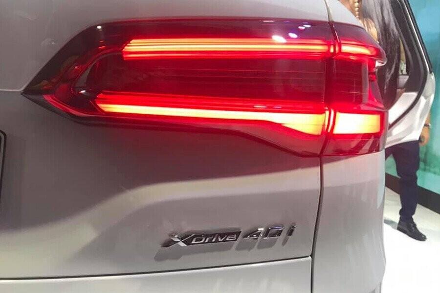 Cụm đèn hậu LED có thiết kế 3D bắt mắt