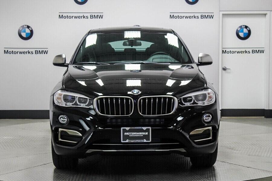 BMW X6 sở hữu lưới tản nhiệt đôi được mạ crom bắt mắt