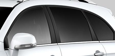 Khung cửa kính đen bóng sang trọng tôn đẳng cấp của xe
