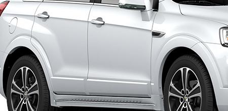 Các đường gân nổi dọc thân xe làm bật nét thể thao và mạnh mẽ.