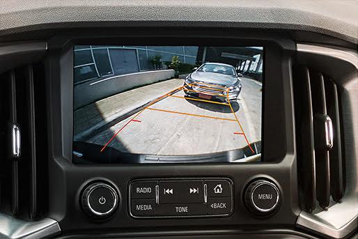 Camera tích hợp còn giúp lùi xe dễ dàng thuận tiện.