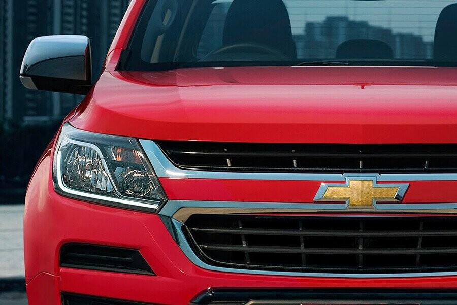 Thiết kế đầu xe phong cách mới đầy mạnh mẽ và đẳng cấp.