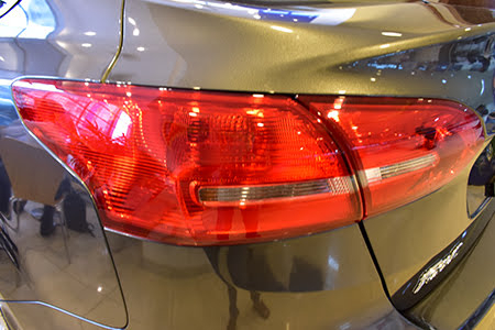 Cụm hậu LED tạo nên từ các đường uốn lượn sắc nét