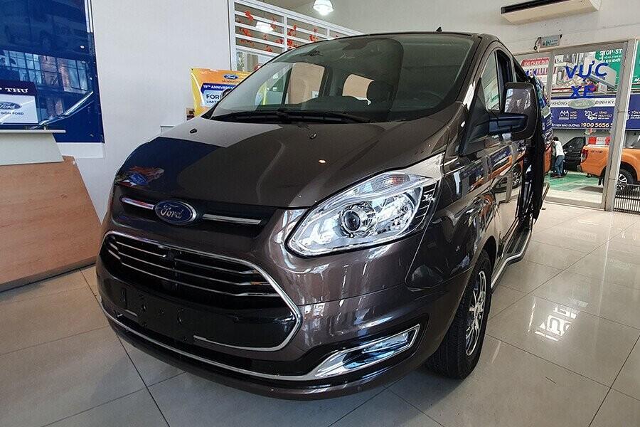 Ford Tourneo Titanium mang vẻ đẹp năng động