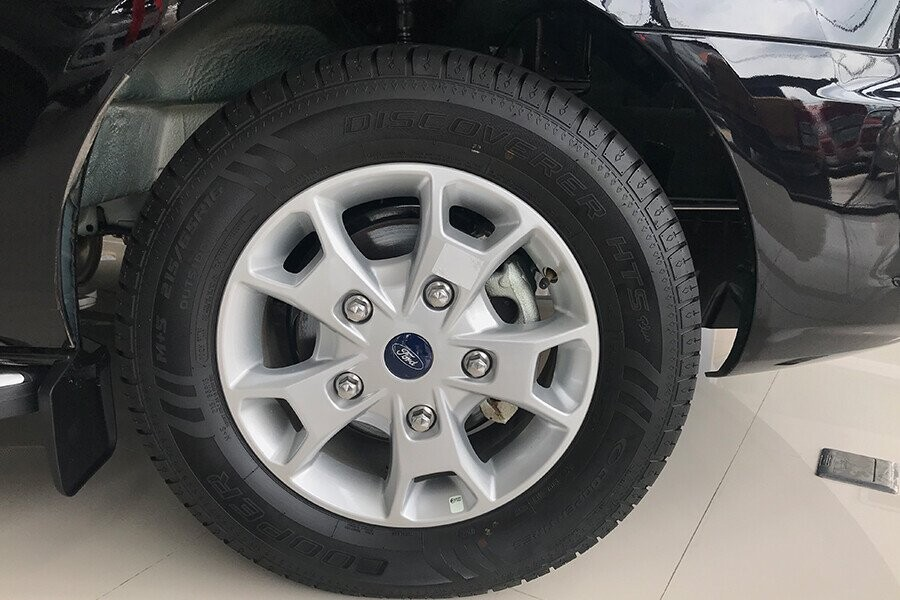 Xe sử dụng bộ mâm trên bản số sàn tiêu chuẩn