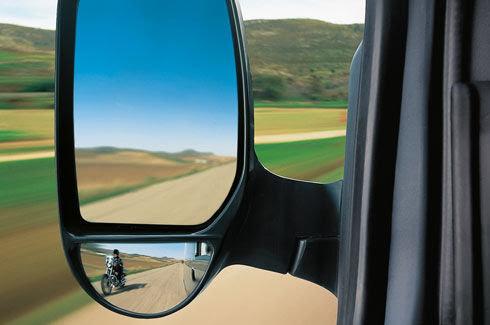 Gương chiếu hậu điều khiển điện, tích hợp gương cầu quan sát điểm mù.
