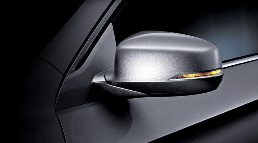 Gương chiếu hậu gập điện tích hợp đèn báo rẽ gia tăng thêm sự an toàn