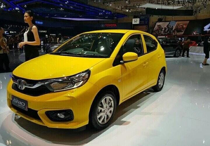 Honda Brio bản thường màu vàng