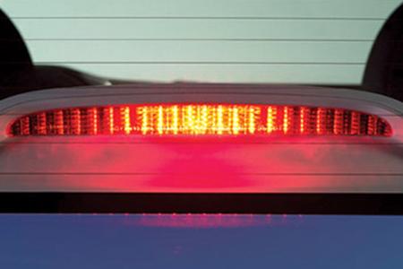 Đèn phanh treo cao tăng mức độ an toàn cho người sử dụng